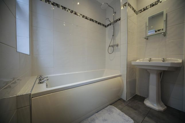 Family Bathroom of Ilford Avenue, Crosby, Liverpool L23