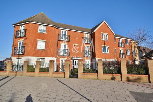 Thumbnail Flat to rent in Fencepiece Road, Ilford