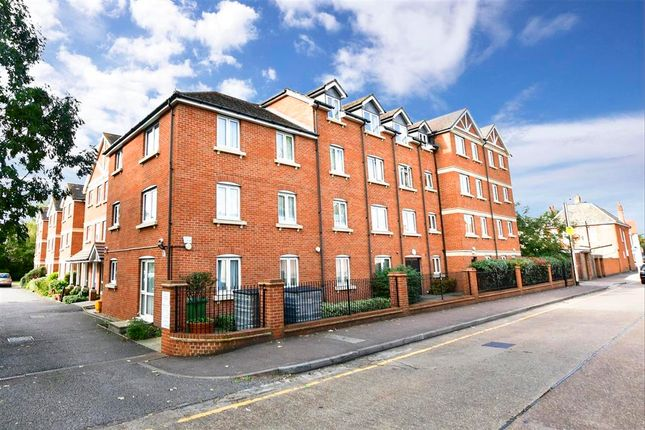 2 bed flat for sale in Morland Road, Ilford, Essex IG1