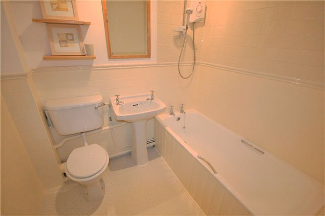 Bathroon of Selmeston Court, Grimsby DN34