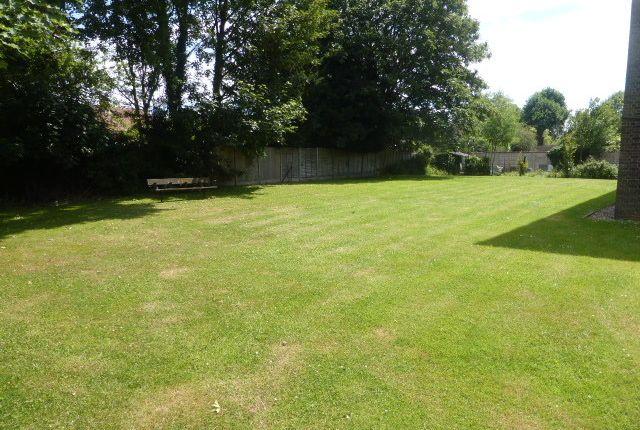 Thumbnail Flat for sale in Addlestone Park, Addlestone