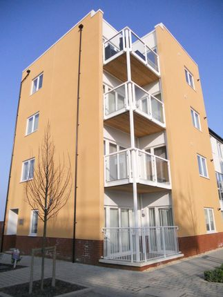 2 bed flat to rent in Tudor Close, Westbourne Road, Penarth CF64