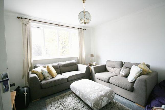 Lounge of Mcintosh Road, Romford RM1