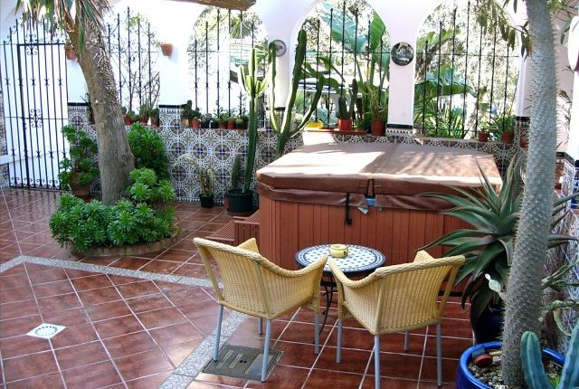 Hot Tub Courtyard