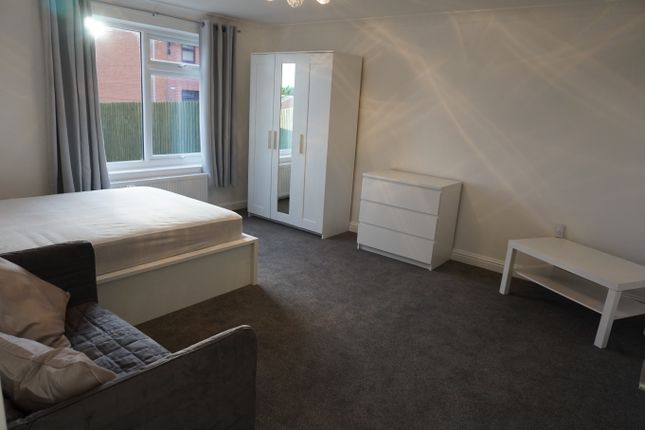 Bedroom/Living Area