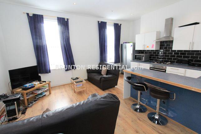 Maisonette to rent in Heaton Road, Heaton