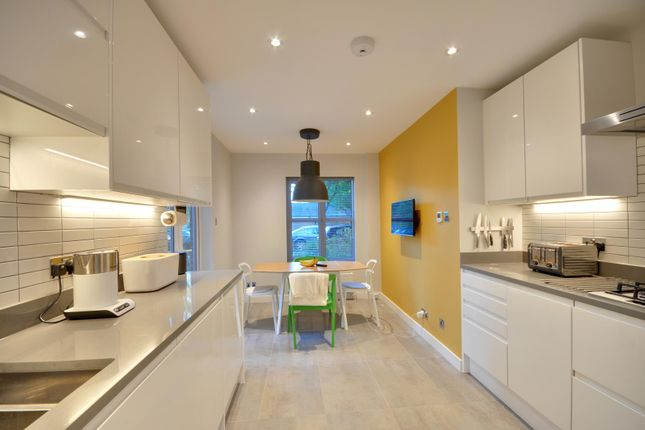 2 bed flat to rent in Centennial Court, High Street, Rickmansworth, Hertfordshire