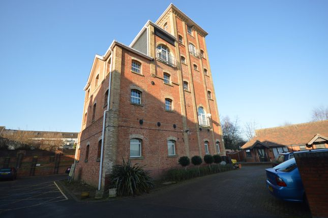 Thumbnail Flat for sale in Eaglegate, East Hill, Colchester