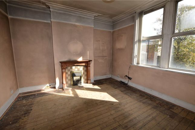 Picture No. 06 of Flat 1, East Parade, Harrogate, North Yorkshire HG1