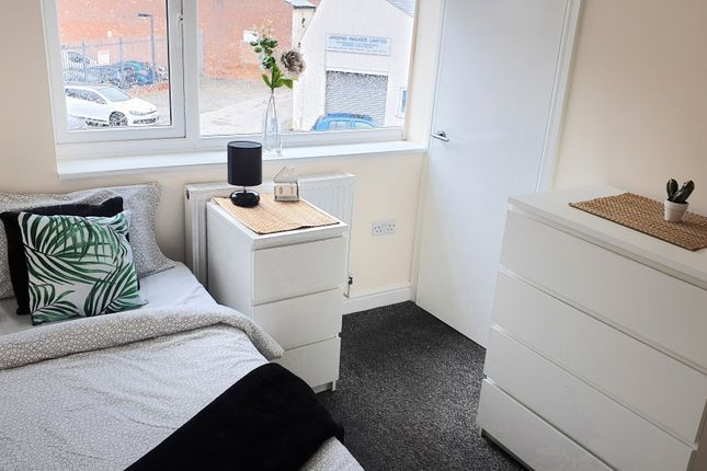 Thumbnail Studio to rent in Intown, Walsall