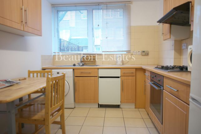 3 bed town house to rent in Roman Way, Caledonian Road