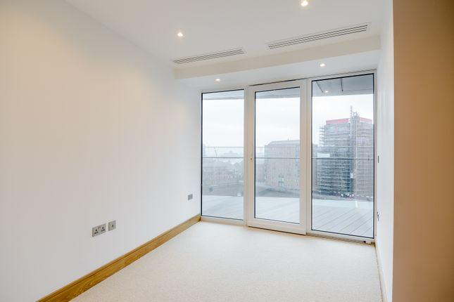 Bedroom  of Arena Tower, Crossharbour Plaza, Canary Wharf E14