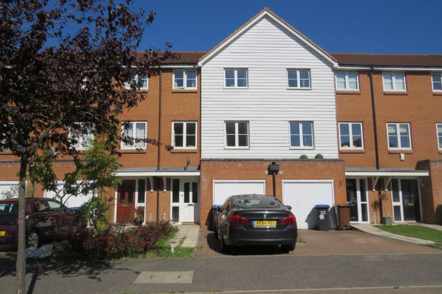 Thumbnail Terraced house to rent in Chambers Grove, Welwyn Garden City