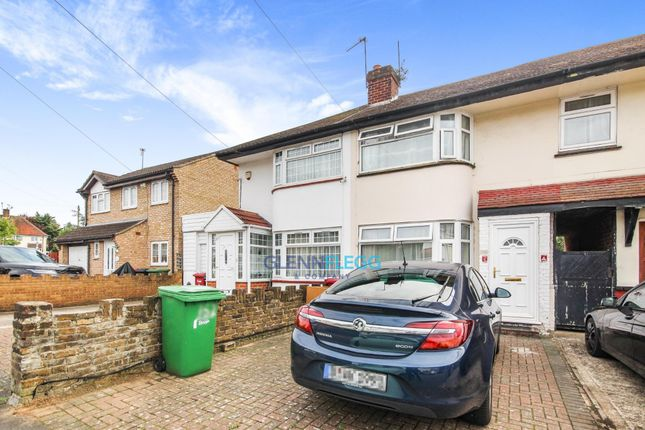 2 bed property to rent in Bower Way, Cippenham, Slough SL1