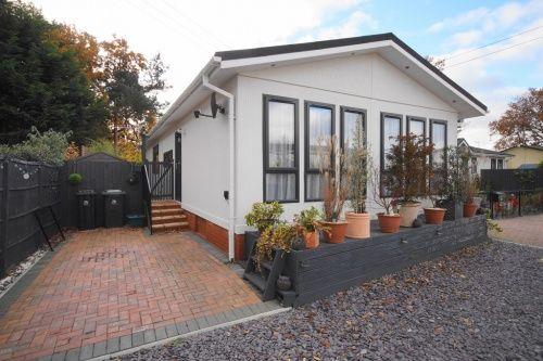 2 bed mobile/park home for sale in Pinehurst Park, West Moors, Ferndown
