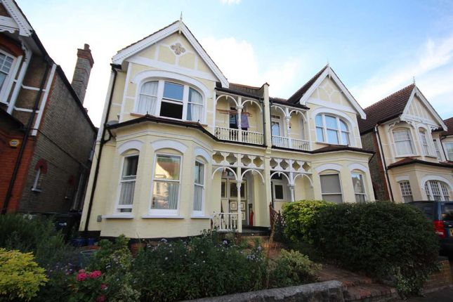 Thumbnail Flat for sale in Broomfield Avenue, London, Palmers Green