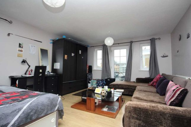 Thumbnail Flat to rent in Stainsbury Street, London