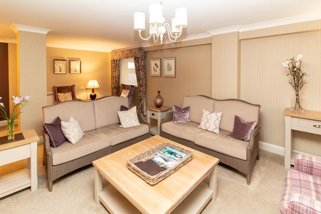 Communal Lounge of Cranleigh Drive, Leigh-On-Sea SS9