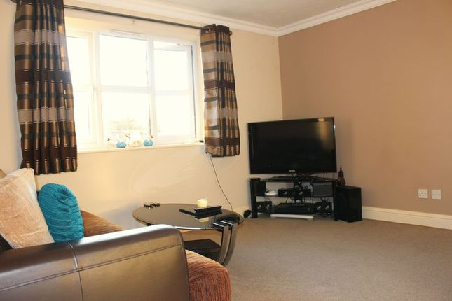 Thumbnail Property to rent in Redford Close, Feltham