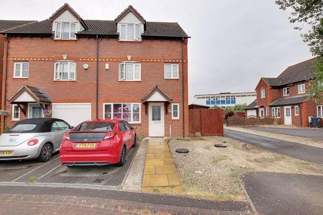 3 bed semi-detached house to rent in Yeoman Way, Trowbridge BA14
