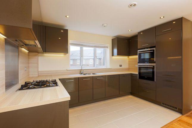 Thumbnail Flat to rent in Eden Road, Dunton Green, Sevenoaks
