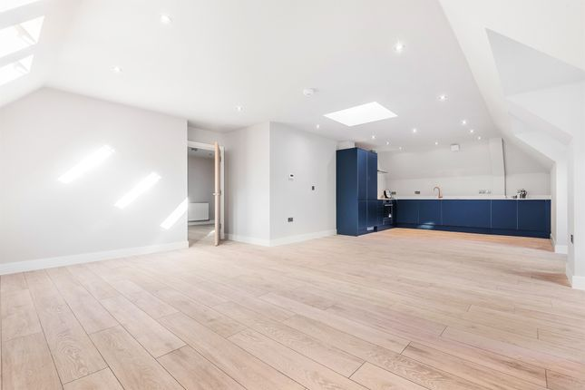 Thumbnail Flat for sale in Park Road, Kenley