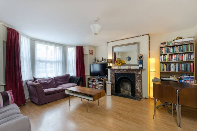 Thumbnail Flat to rent in Ferndale Road, Clapham North, London