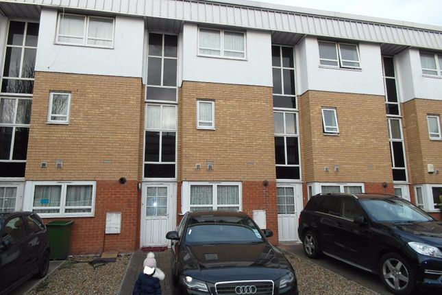 Thumbnail Terraced house to rent in Elderberry Way, London