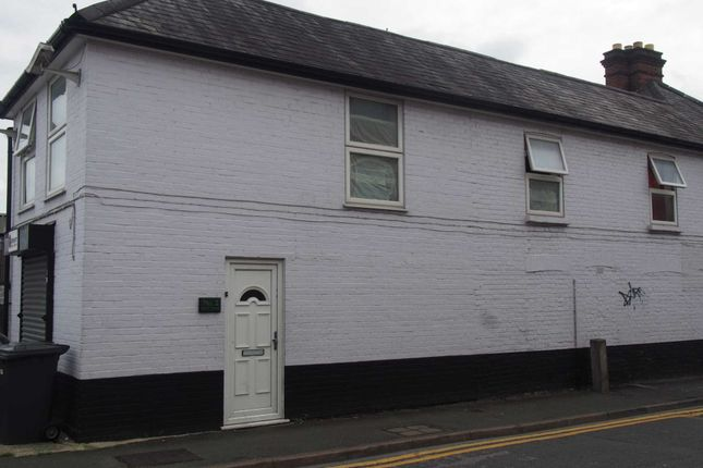 Thumbnail Flat to rent in Short Street, High Wycombe