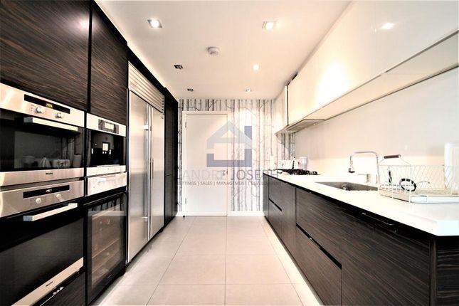 Thumbnail Flat to rent in Waterside Point, Anhalt Road, Battersea, London