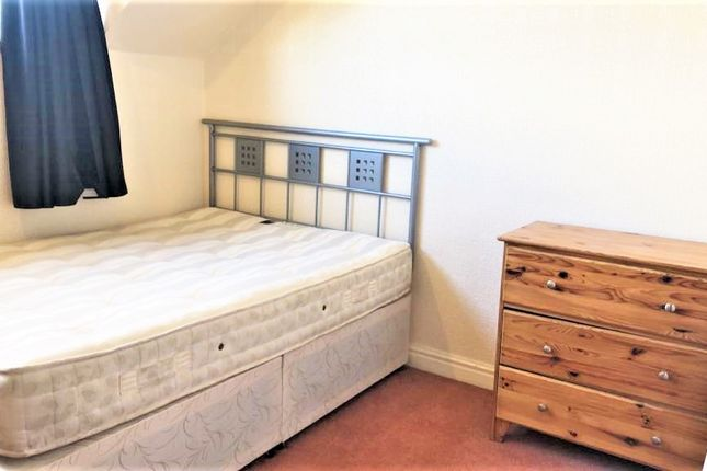 Thumbnail Flat to rent in Gledhow Wood Avenue, Leeds