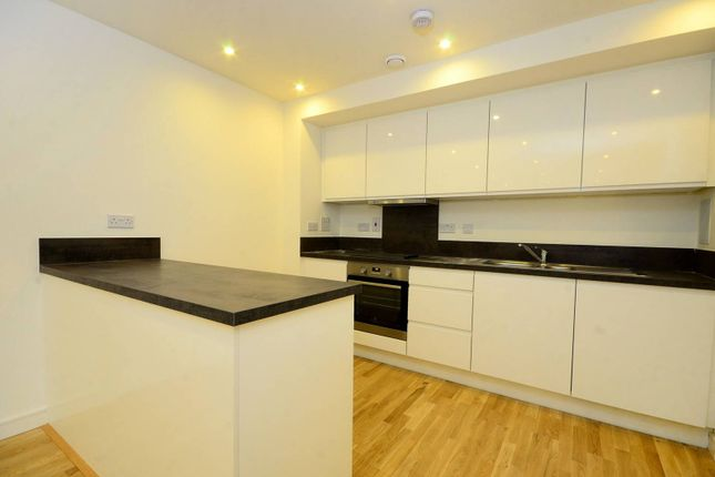 Flat for sale in Enterprise Way, Wandsworth, London
