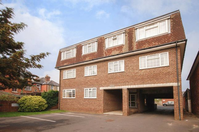 1 bed flat for sale in Meadrow, Farncombe, Godalming GU7