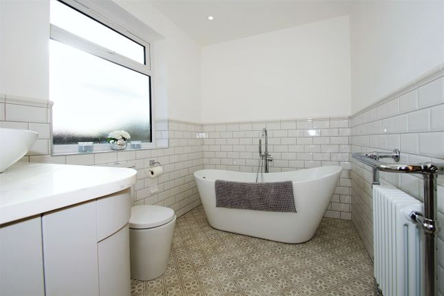 Family Bathroom of Farwell Road, Sidcup DA14
