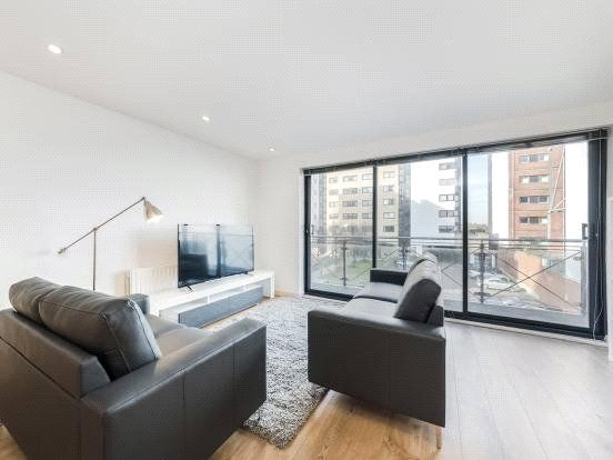 Thumbnail Flat to rent in Ocean Wharf, 60 Westferry Road, Canary Wharf, London