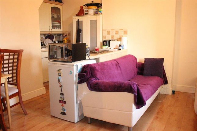 1 bed flat for sale in Claremont Grove, Woodford Green, Essex