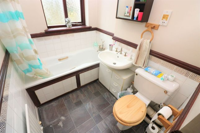 Family Bathroom of Melrose Road, Pinner HA5