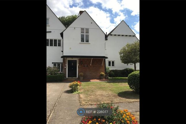 Thumbnail Flat to rent in Tunmers House, Chalfont St. Peter, Gerrards Cross