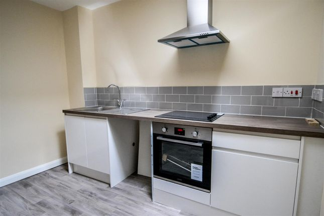 2 bed flat to rent in Church Green West, Redditch, Worcestershire B97