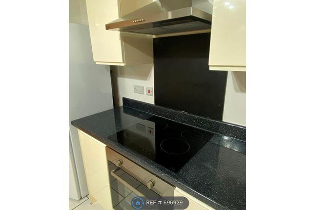 Kitchen (Brand New Ceramic Hob Top)