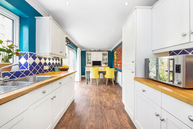 Thumbnail Detached house for sale in Wakefield Gardens, London