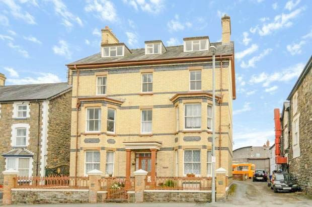 Flat for sale in Temple Street, Llandrindod Wells