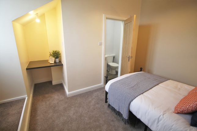 Ensuite 14, Westminster Road, Coventry CV1