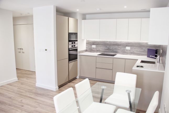 Thumbnail Flat to rent in Sandpiper Builiding, London