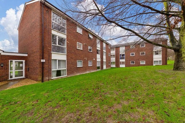 2 bed flat to rent in Yeats Close, Royston SG8