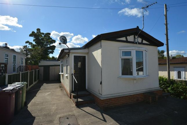 Thumbnail Mobile/park home to rent in Sunningdale Park, New Tupton, Chesterfield
