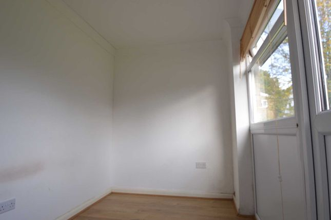 1 bed maisonette to rent in Glen Court, The Glen, Addlestone