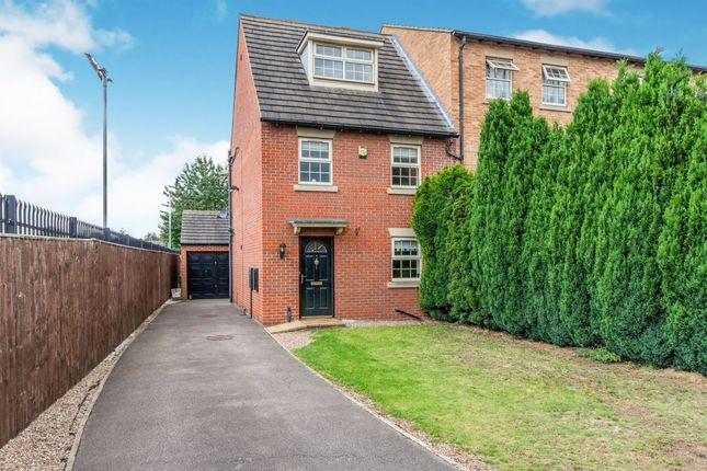 Thumbnail Semi-detached house to rent in The Rowick, Wakefield