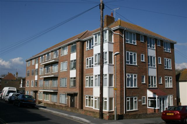 Thumbnail Flat to rent in Cownwy Court, Park Crescent, Rottingdean, Brighton, East Sussex