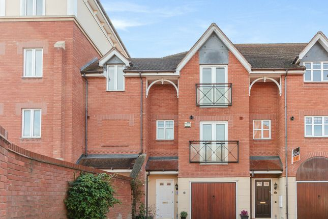 Thumbnail Town house for sale in Lingfield Crescent, Stratford-Upon-Avon